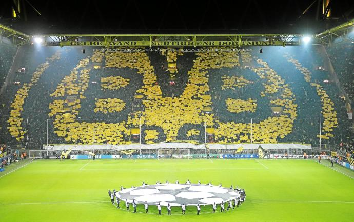 Dienstag 04.12.2012, UEFA Champions League, Saison 12/13 - in Dortmund, BV Borussia Dortmund - Manchester City FC 1:0, Fans des BV Borussia Dortmund Foto: DeFodi.de +++ Copyright Vermerk DeFodi.de -- DeFodi Ltd. & Co. KG, Wellinghofer Str. 117, D- 44263 D o r t m u n d, sport@defodi.de, Tel 0231-700 500 44, Fax 0231-700 54 90, C o m m e r z b a n k D o r t m u n d, Kto: 36 11 76 100, BLZ: 440 400 37 // BIC COBADEFF440 // IBAN: DE74 4404 0037 0361 1761 00 // Steuer-Nr.: 315/5803/1864 , USt-IdNr.: DE814907547 - 7% MwSt.
